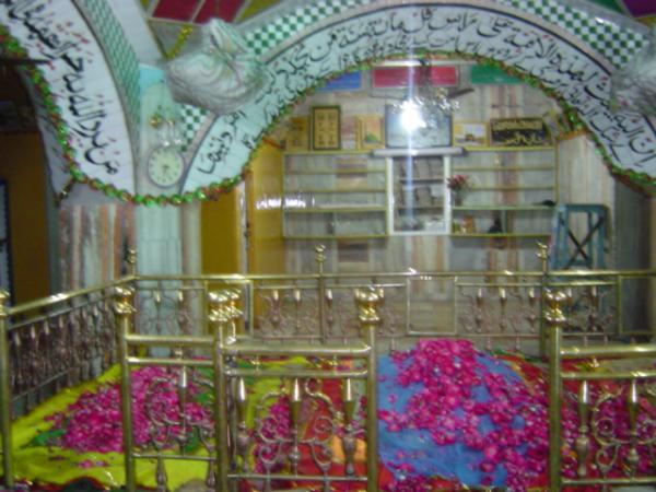 Mazar_e_Alahazrat18_129f47.jpg