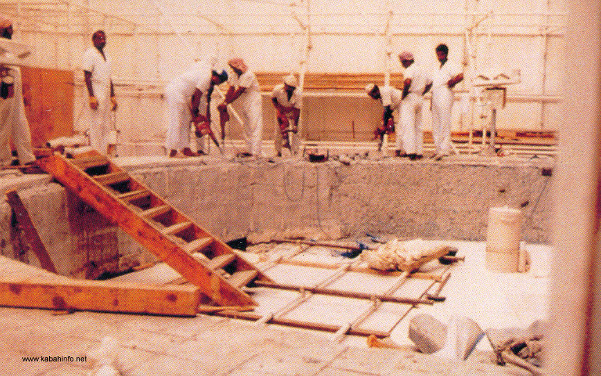 kaaba_renovationThe_Kaaba_has_been_reconstructed_up_to_12_times_since_the_time_of_the_Prophet__SAW_..jpg