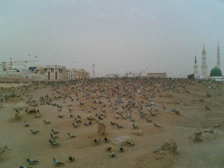 Jannath_ul_baqee_graveyard_after_Fajr_prayer.jpg